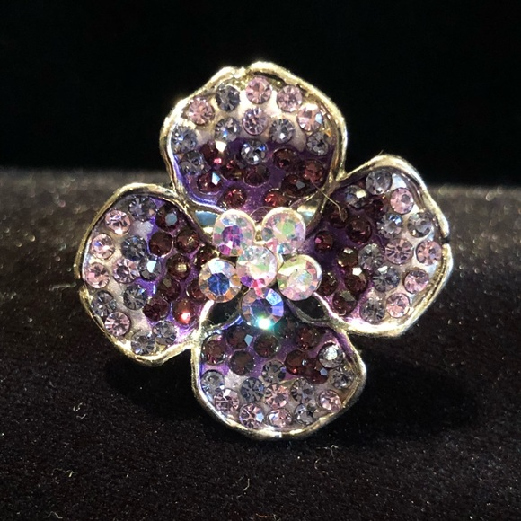 White House Black Market Jewelry - Flower 🌸 ring!